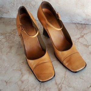 Prada 38.5 mary Jane heels cap toe